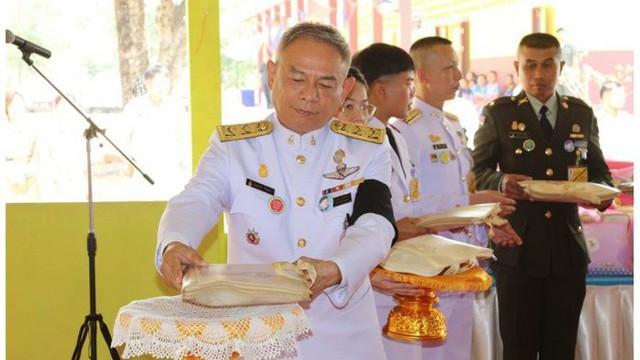 Sau khi phế truất Hoàng Quý phi, vua Thái Lan sa thải một loạt sĩ quan cấp cao