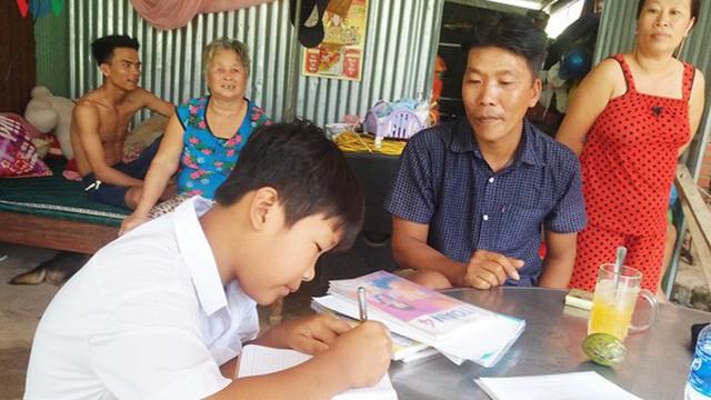 Vì sao học sinh lớp 4 ở Tiền Giang không biết đọc chữ nào?