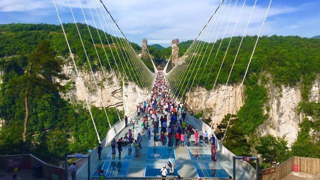 Trung Quốc đóng cửa nhiều cầu kính ở các khu du lịch vì lý do an toàn