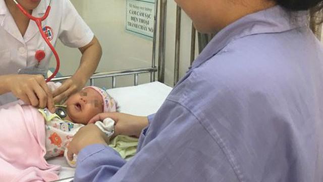 Bé 24 ngày tuổi suýt mất mạng do mẹ uống lá lợi sữa sau sinh