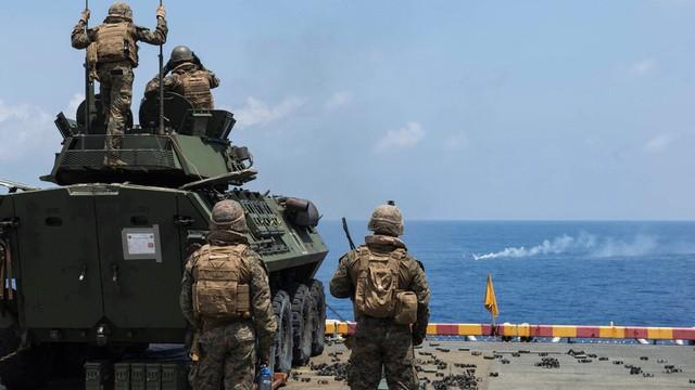 """TQLC Mỹ """"chỉ thẳng mặt"""" Trung Quốc là địch: Bỏ Trung Đông, khuấy tung Thái Bình Dương?"""