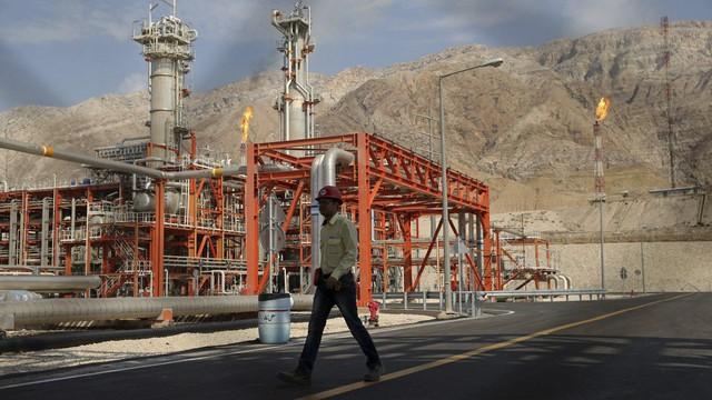 """Chịu sức ép khổng lồ từ Mỹ: TQ ngậm ngùi buông tay, """"bỏ rơi"""" dự án dầu mỏ 5 tỉ USD với đối tác lâu năm"""