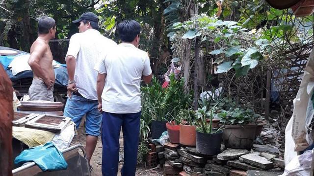 Người đàn ông sống độc thân tử vong trong tư thế treo cổ ở vườn nhà