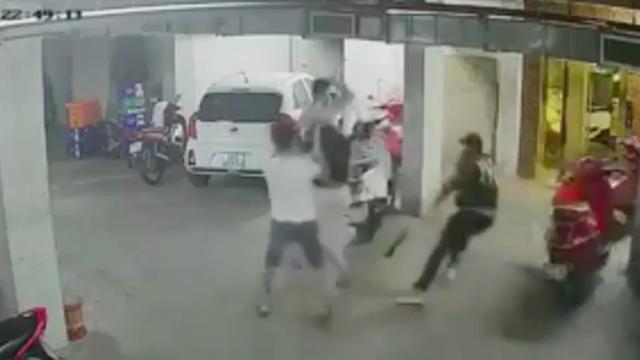 """Vụ Quân """"xa lộ"""" bị chém chết: Xuất hiện video """"anh em xã hội"""" đòi trả thù, luật sư nói gì?"""