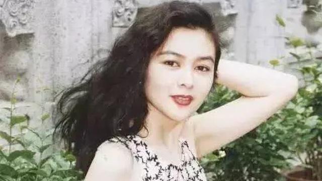 """Nhìn lại nhan sắc tuổi 20 của một trong """"tứ đại mỹ nhân Hong Kong"""" Quan Chi Lâm"""