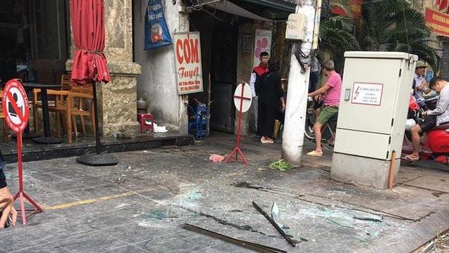 Hà Nội: Tấm kính từ tầng cao khách sạn rơi trúng người đi đường khiến 3 nạn nhân nhập viện cấp cứu