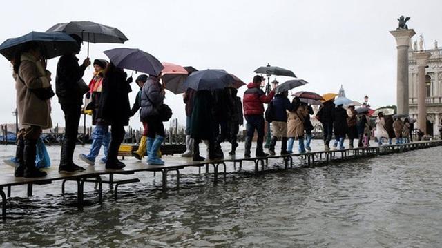 """Venice """"thất thủ"""" vì trận lụt tồi tệ nhất trong nửa thế kỷ"""
