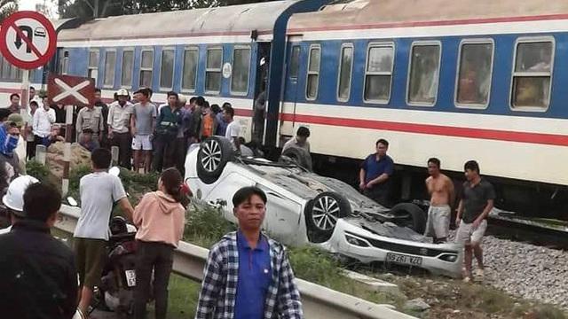 Bất cẩn băng qua đường sắt đúng lúc tàu tới, nữ tài xế ở Nghệ An thiệt mạng