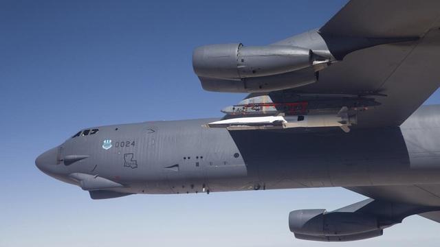 """Oanh tạc cơ B-52 Mỹ lởn vởn gần căn cứ Nga, trò chơi mạo hiểm của các """"ông lớn"""""""