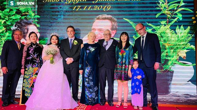 """Con gái lấy chồng tây, nghệ sĩ Trung Dân: """"Tôi nói chuyện bằng tay mà nó hiểu hết"""""""
