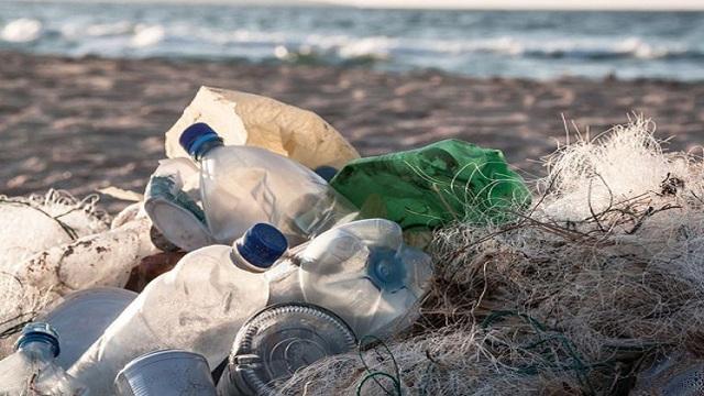 Mặt Trời có thể giúp phân hủy rác thải đại dương