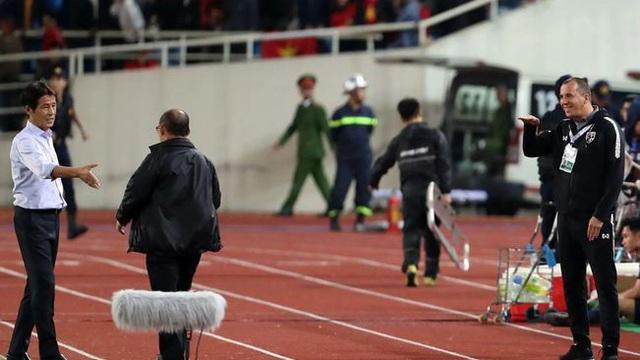 """Báo Hàn Quốc gọi hành động của trợ lý Thái Lan với thầy Park là """"phân biệt chủng tộc"""""""