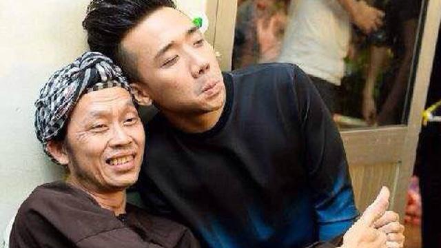 """Trấn Thành: Tôi chạy đến nắm tay chú Hoài Linh và nói """"chú dẫn con đi diễn cùng với"""""""