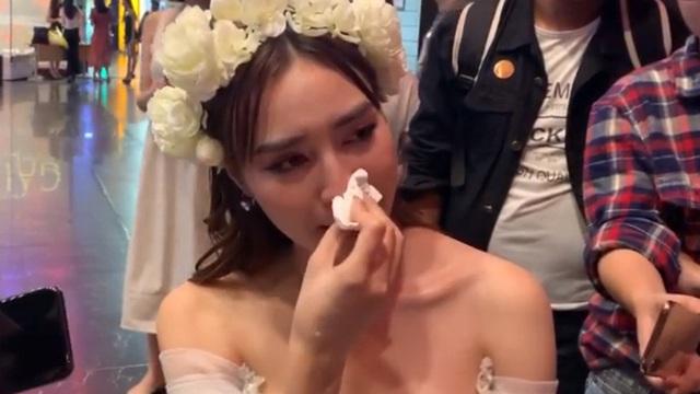 """Ninh Dương Lan Ngọc: """"Tôi xin phép công chúng luôn là chỉ hát nhép thôi chứ không hát live được"""""""