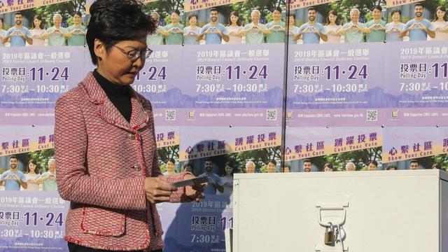Bầu cử Hồng Kông: Phe ủng hộ Bắc Kinh thua ở 17/18 quận, chuyên gia Trung Quốc cảnh báo chính phủ điều gì?