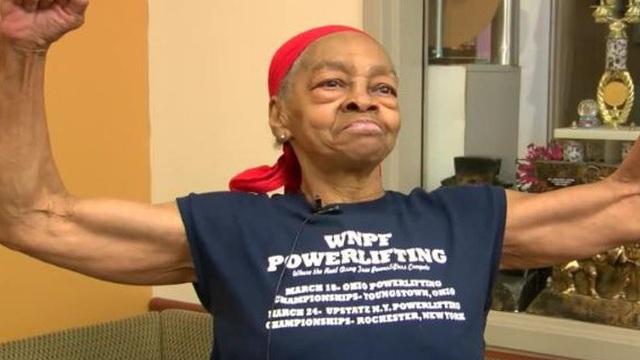 Đột nhập nhầm nhà, tên trộm bị cụ bà 82 tuổi đánh nhừ tử, lên xe cứu thương nhập viện