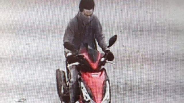 Bắt thanh niên cầm búa đập tủ kính cướp tiệm vàng Kim Hồng ở Long An