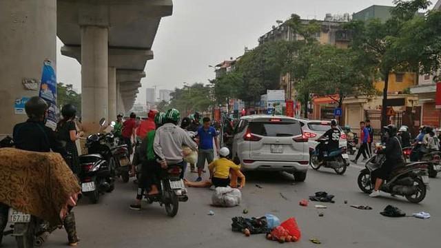 Nghi tài xế ngủ gật lái ô tô đâm liên hoàn trên đường Hà Nội, 3 người bị thương