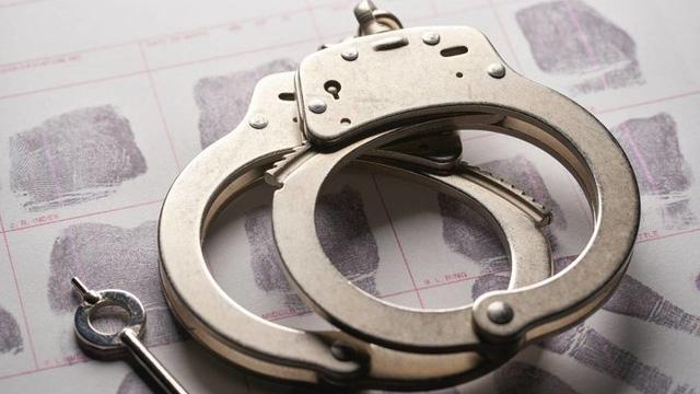 Con gái 9 tuổi bị bắt nạt, ông bố máu lạnh xông vào lớp đâm chết người bạn cùng lớp