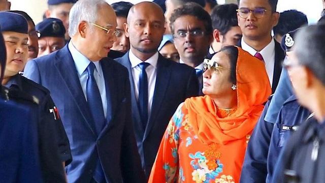 Vừa rời vùng lũ lụt, cựu thủ tướng Malaysia chi hơn 700 triệu đồng đi nghỉ mát