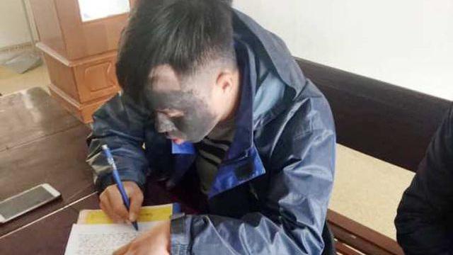 """Triệu tập nam thanh niên hóa trang thành người ăn xin """"mặt quỷ"""" đứng trước cổng trường ở Nghệ An"""