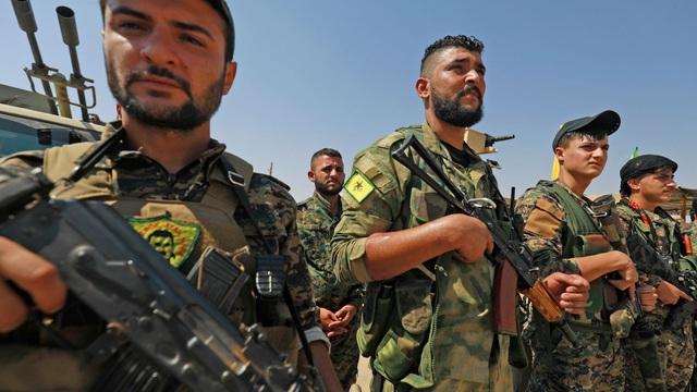 """Dùng chiêu bài """"gậy và cà rốt"""", Nga xây dựng """"kiềng ba chân"""" quyền lực ở Syria"""