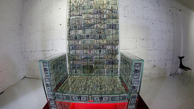 Không chỉ đắt đỏ: Tỷ phú Nga giới thiệu năng lực kì bí của chiếc ghế làm từ 1 triệu USD