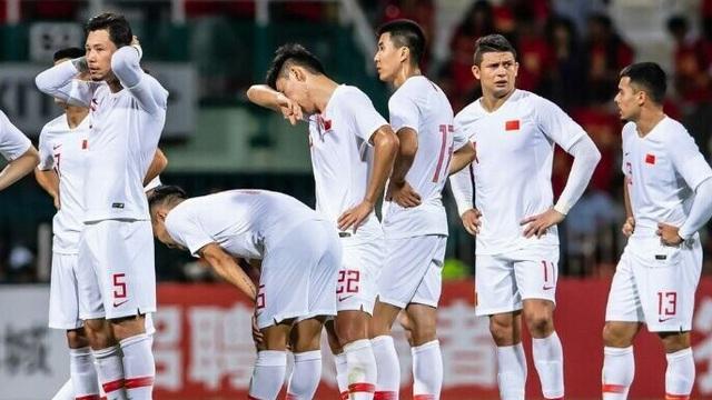 """Vì sao Trung Quốc """"ăn đứt"""" thầy trò ông Park, nhưng vẫn bị xỉa xói không thương tiếc?"""