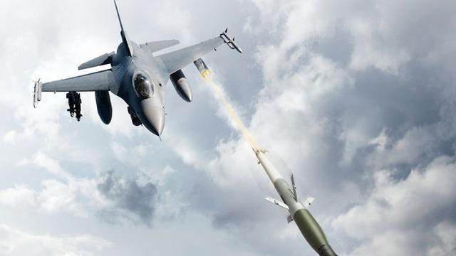 """Trước áp lực của UAV và tên lửa Iran, KQ Mỹ lôi vũ khí rẻ tiền thời CTVN ra """"phòng thân""""?"""