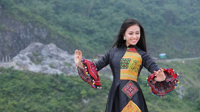 Quán quân Sao Mai 2019 Lương Hải Yến mạo hiểm leo núi cao để quay MV