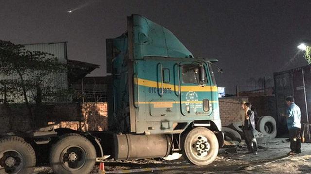 Bất ngờ phát hiện tài xế xe container tử vong trong cabin
