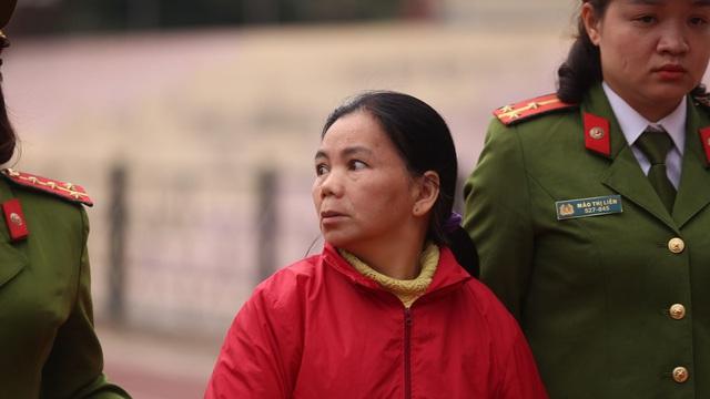 Người dân vỗ tay lớn khi luật sư đề nghị tăng khung hình phạt với Bùi Thị Kim Thu