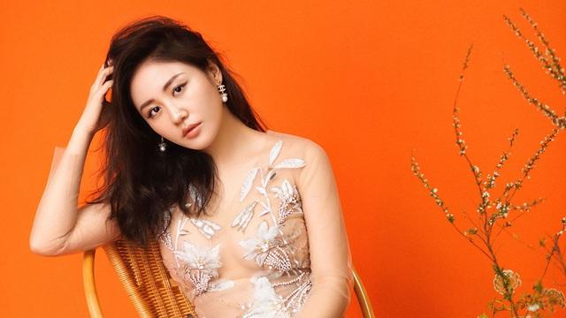 Văn Mai Hương bị lộ clip nhạy cảm và chuyện khó tin trong showbiz Việt