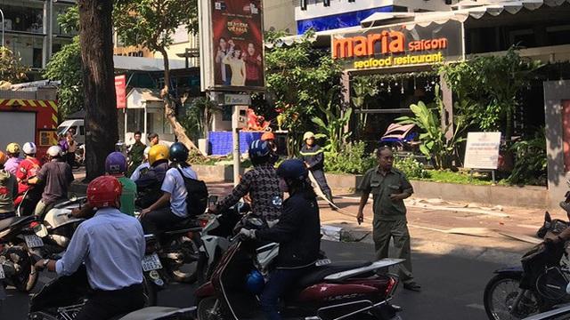 Nổ trạm điện trung thế, một nhân viên rơi từ trên cao xuống đất nguy kịch ở Sài Gòn