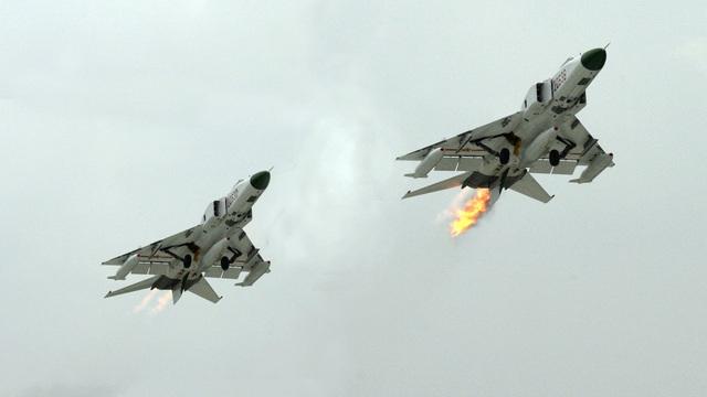 Bị dồn vào chân tường, phi công Mỹ hành động đầy bản lĩnh: Trung Quốc mất cả chì lẫn chài?