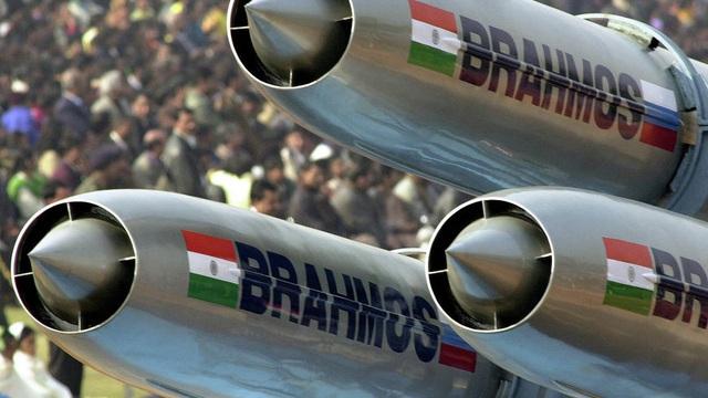 """""""Chơi trội"""" ở Đông Nam Á, Philippines công khai ý định mua tên lửa siêu thanh BrahMos"""