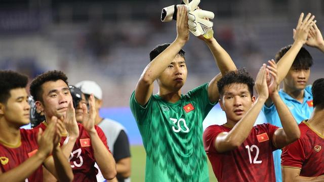 """Nội soi U23 Việt Nam: Nắm trong tay 3 """"người khổng lồ"""", thầy Park vẫn lo """"bệnh cũ tái phát"""""""