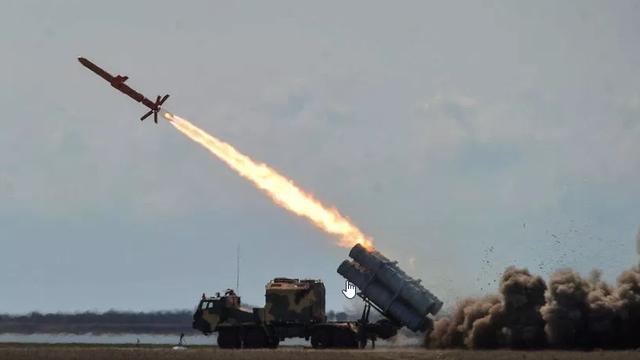 """Ukraine tung video phóng tên lửa hành trình """"đe dọa"""" cầu Crimea"""