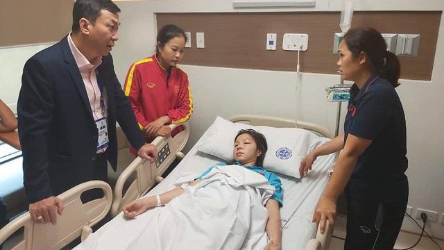 Vừa hạ Thái Lan để giành HCV, nữ cầu thủ Việt Nam nhập viện ngay trong đêm vì kiệt sức