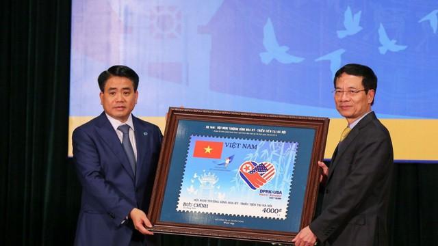 Phát hành bộ tem đặc biệt 'Chào mừng Hội nghị Thượng đỉnh Hoa Kỳ - Triều Tiên tại Hà Nội'