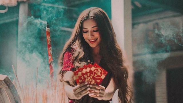 """Hot girl """"công chúa tóc mây"""" gốc Việt khoe ảnh đi lễ chùa cực đằm thắm ở Trà Vinh dịp Tết"""