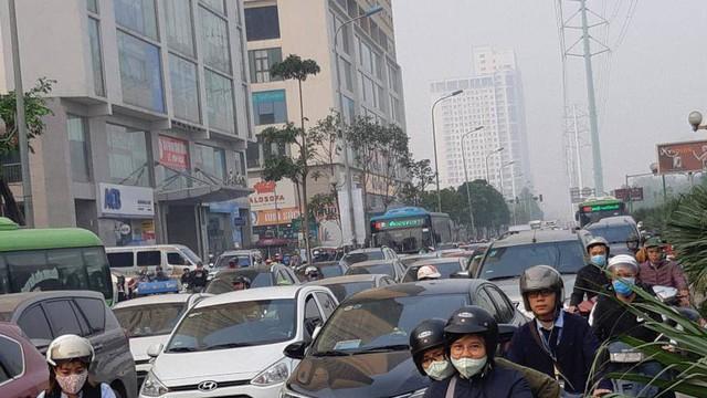 """Buýt BRT bị """"bủa vây"""" bởi phương tiện cá nhân trên đường dự kiến cấm xe máy"""