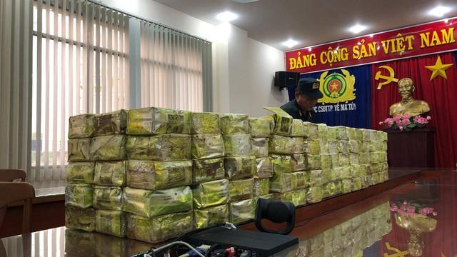 Vụ bắt lô ma túy khủng ở Sài Gòn: 300 kg ma tuý được ngụy trang để mang đi Trung Quốc
