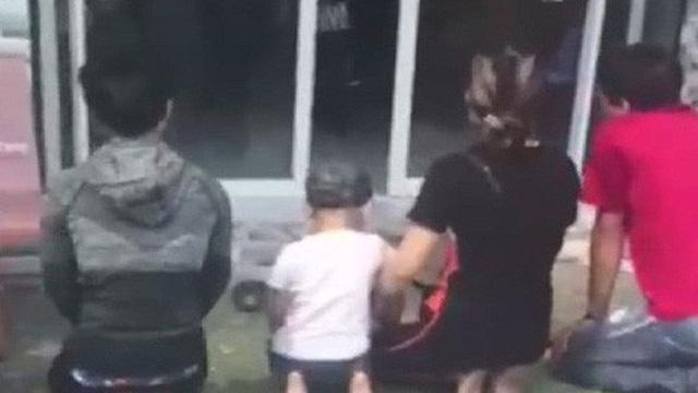 Nữ chủ tịch phường lên tiếng về nhóm người quỳ lạy trước nhà xin lại con