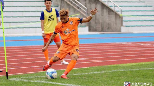 """Cầu thủ Việt rơi vào cảnh """"dở khóc dở cười"""" vì CLB Hàn Quốc"""