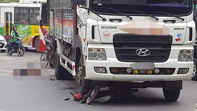 Người đàn ông bị xe tải đi cùng chiều đâm tử vong tại ngã tư ở Hà Nội