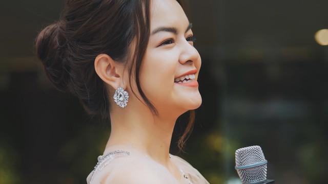 Phạm Quỳnh Anh: Ưng Hoàng Phúc rất hạnh phúc, có vợ đẹp. Còn tôi, Thủy và Hữu đều trải qua biến cố!