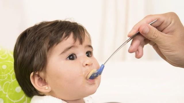 Bé 5 tháng tuổi suýt tử vong sau khi uống sữa: Bác sĩ chỉ nguyên nhân để bố mẹ cảnh giác