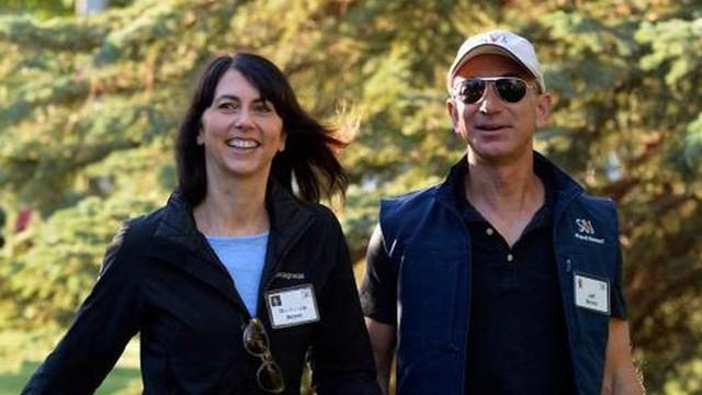 """Vợ CEO Amazon Bezos """"lãi"""" 1 tỉ USD chỉ sau 2 tuần chia tiền ly hôn"""
