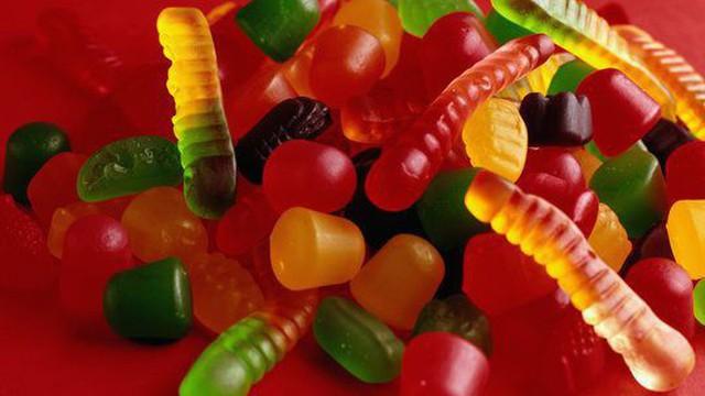 Clip: Quy trình sản xuất kẹo dẻo đầy màu sắc khiến bạn bất ngờ